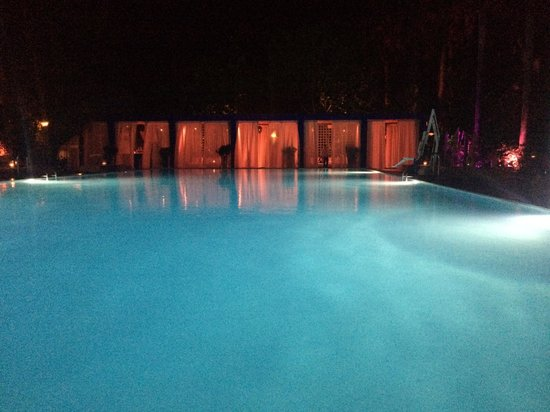 Shore Club South Beach Hotel: The pool at night