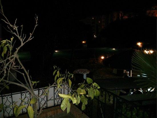 El Minzah Hotel : Pool area at night