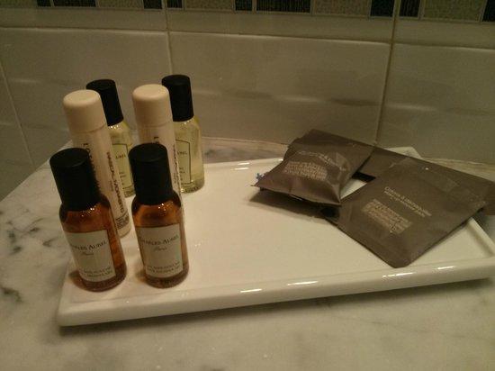 El Minzah Hotel : Bathroom amenities