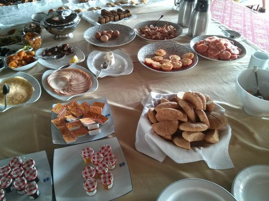 El Minzah Hotel : Breakfast buffet