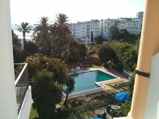 El Minzah Hotel : Pool by day