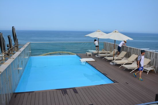 Holiday Beach Danang Hotel & Resort: another pool on the top floor
