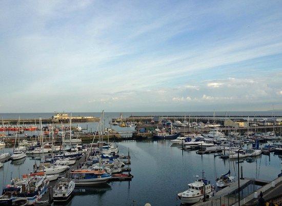 Ramsgate Royal Harbour & Marina: De haven van Ramsgate vanuit RTYC