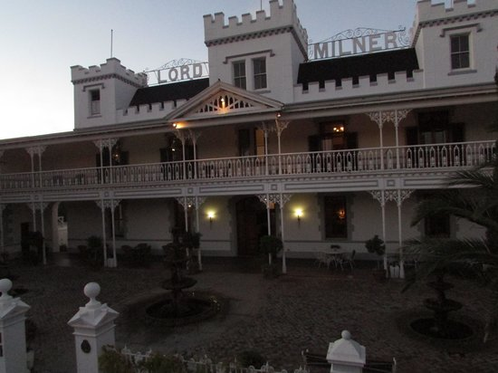 Lord Milner Hotel: Lord Milner at sunset.