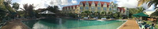 Coco Palm Resort: Panoramic view of hotel and pool