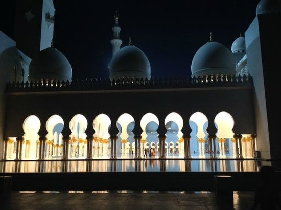 Mosquée Cheikh Zayed : Evening view of hallway