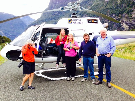 Aspiring Helicopters : Landing at Milford Sound