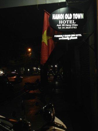 Hanoi Old Town Hotel: ホテルの前の通り(深夜)