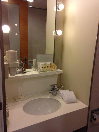 Hotel Jen Hong Kong: Bathroom