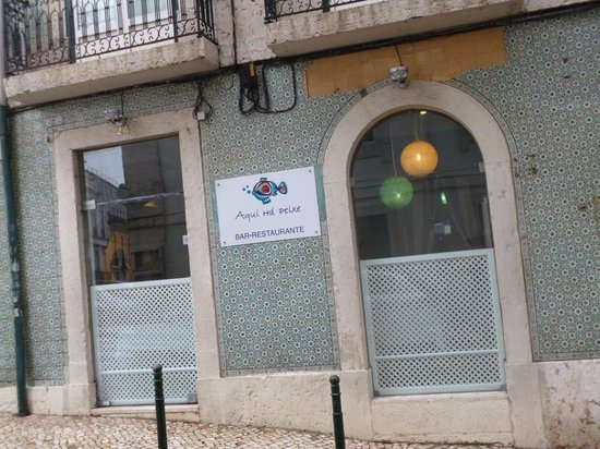 Aqui Há Peixe: Main façade as seen from Rua da Trindade in Lisbon