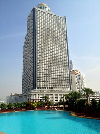 Centre Point Hotel Silom: View of State Tower from the Pool. Source: