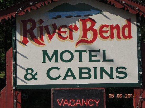 Riverbend Motel & Cabins: Front Entrance