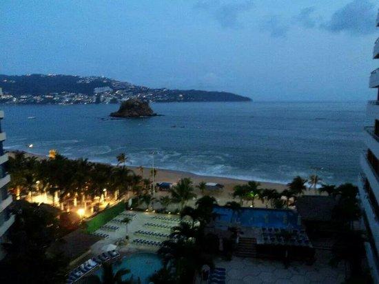 Gran Plaza Hotel Acapulco: Atardece en mi balcón
