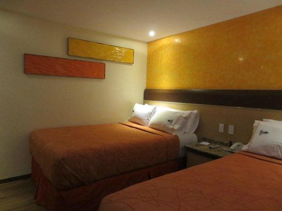 Hotel Plaza Garibaldi: Rooms