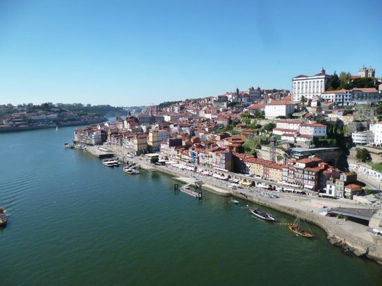 Zona Ribeirinha : Beautiful view of Cais da Ribeira as seen from D. Luís Bridge in O Porto