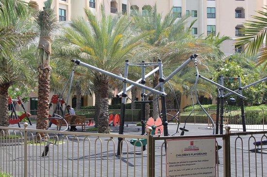 Traders Hotel, Qaryat Al Beri, Abu Dhabi : Parc de jeux pour enfants