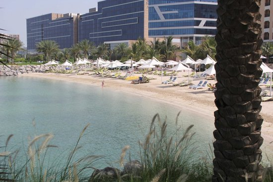 Traders Hotel, Qaryat Al Beri, Abu Dhabi : Plage hotel