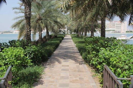 Traders Hotel, Qaryat Al Beri, Abu Dhabi : Promenade