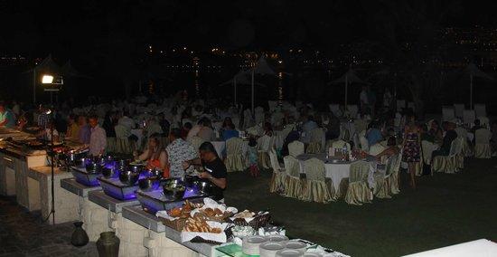 Traders Hotel, Qaryat Al Beri, Abu Dhabi: Soirée diner surla plage