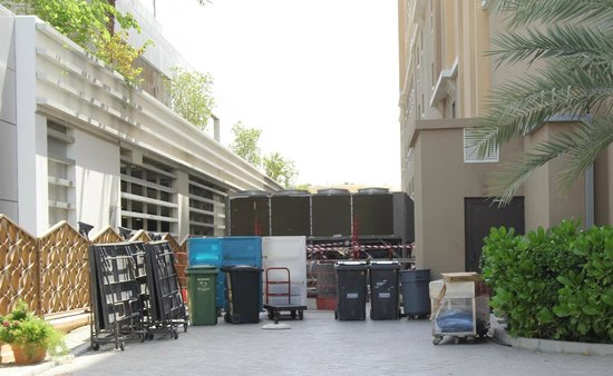 Traders Hotel, Qaryat Al Beri, Abu Dhabi: Souflerie en bas de l'hotel avec bruit 24/24