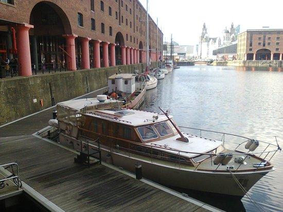 Premier Inn Liverpool Albert Dock Hotel: marina