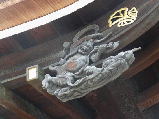 Kushida Shrine: 屋根の飾り