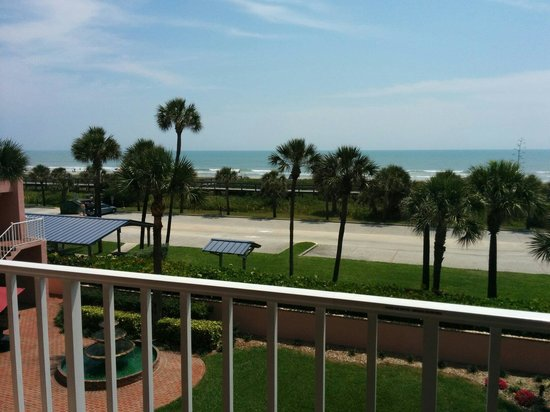Inn at Cocoa Beach: Ocean view from balcony