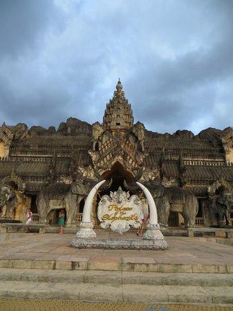 Phuket FantaSea: Palace of the Elephants