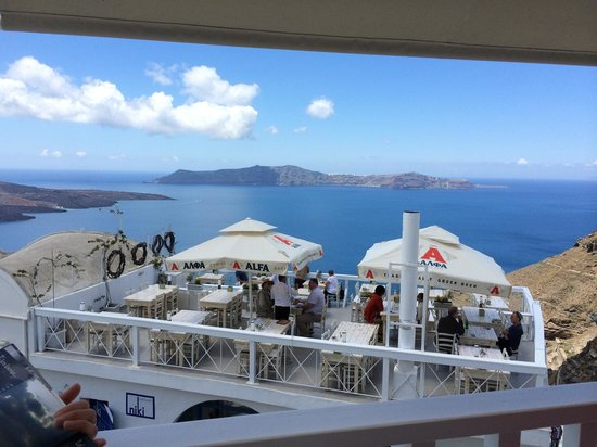 Argo Restaurant: View from the top terrace of Argo.  Very nice view of the caldera!