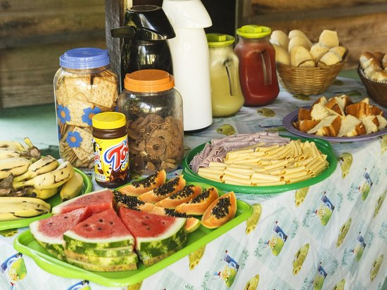 Pousada Albatroz: Breakfast table