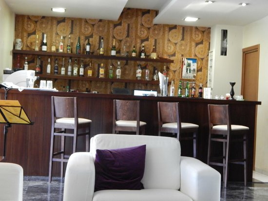 Myrto Hotel: The bar area can get busy in the evenings