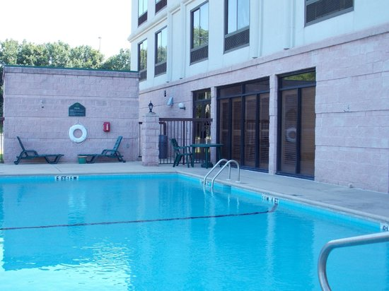 Wingate by Wyndham Montgomery: Very nice pool.