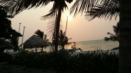St. George's Caye, Μπελίζ: Sun rise. Just beautiful