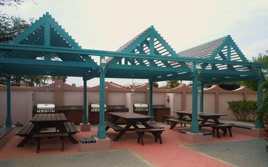 Caribbean Palm Village Resort: Barbecue area.