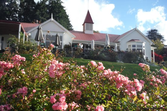 Real Journeys - TSS Earnslaw Vintage Steamship Cruises : Walter Peak High Country Farmhouse