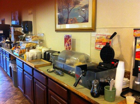 Quality Inn Biloxi Beach by the Coliseum: Continental Breakfast