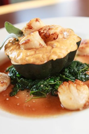 Bridge Inn Pleasantville: Seasonal Dish; Scallops w/ Pumpkin Risotto