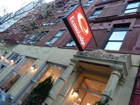 Econo Lodge Times Square: V ista frontal del hotel