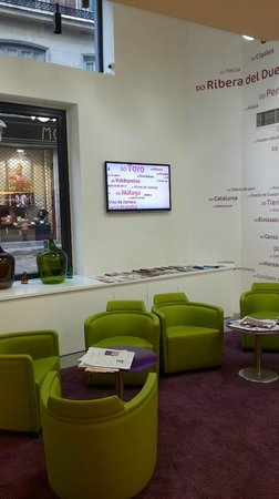 Ibis Styles Madrid Prado: Lounge at reception