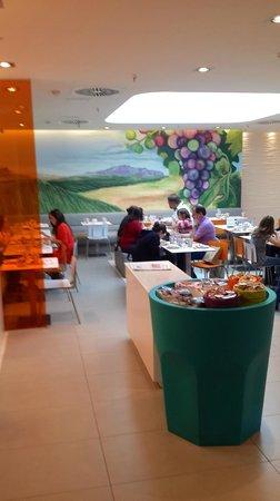Ibis Styles Madrid Prado: Breakfast room on basement