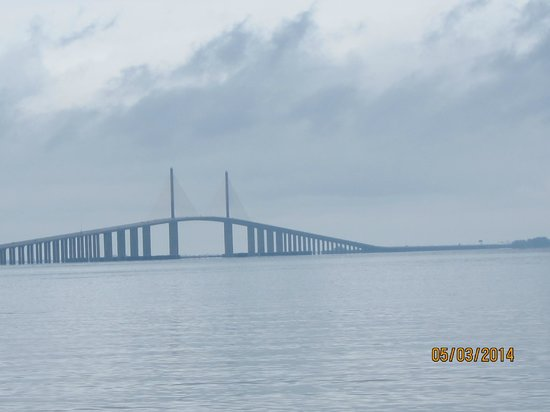 Sunshine Skyway Bridge: view from the south rest area