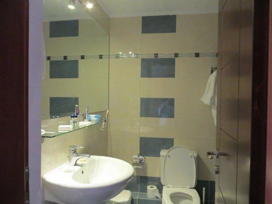 Almira Mare Hotel : bathroom