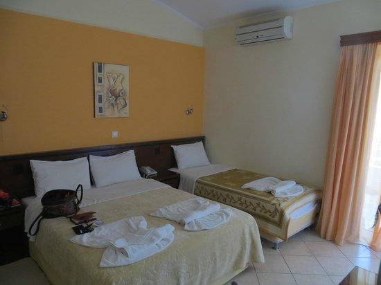 Almira Mare Hotel : 3/4 pers bedroom