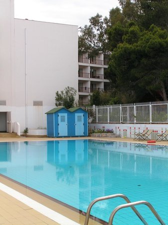 Splendid Hotel La Torre: Well-maintained pool in an oasis of calm
