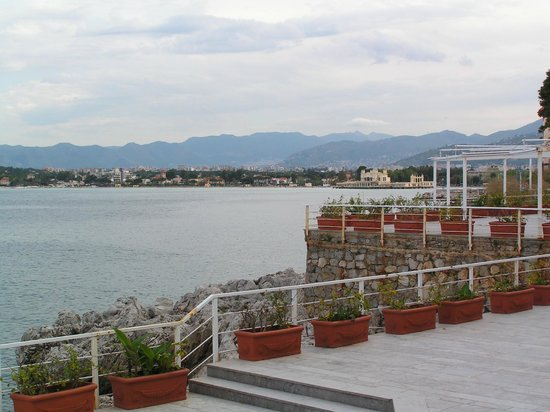 Splendid Hotel La Torre : Hotel terrace with views over the bay