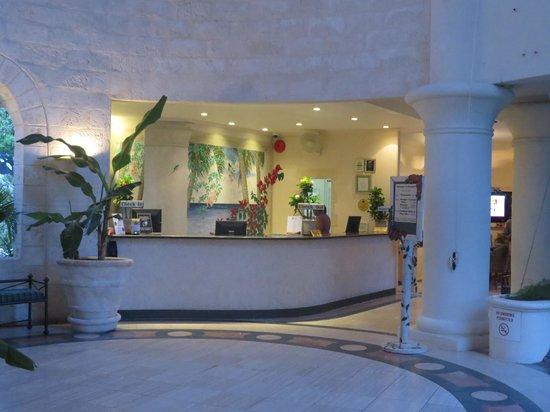 Bougainvillea Beach Resort: Bougainvillea's beautiful open air lobby