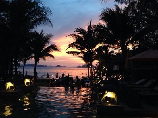 Amari Vogue Krabi: Pool and Bellini restautant