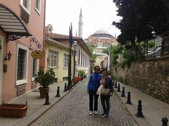 Zeynep Sultan Hotel: En la puerta del Zeynep