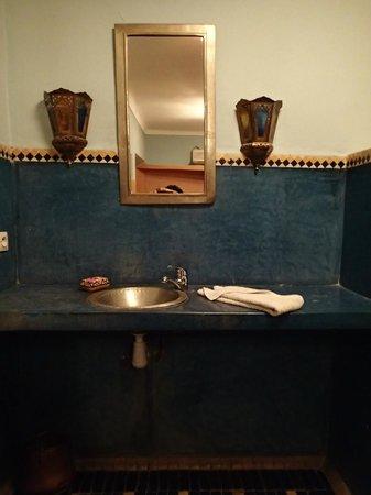 Riad Dar Nael : Salle de bain de la chambre Jasmine