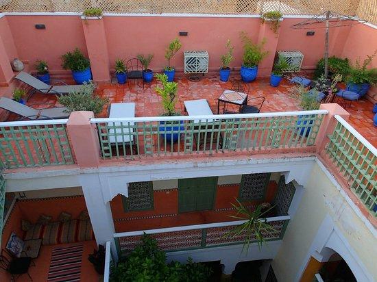Riad Dar Nael : 1ière terrasse avec transats